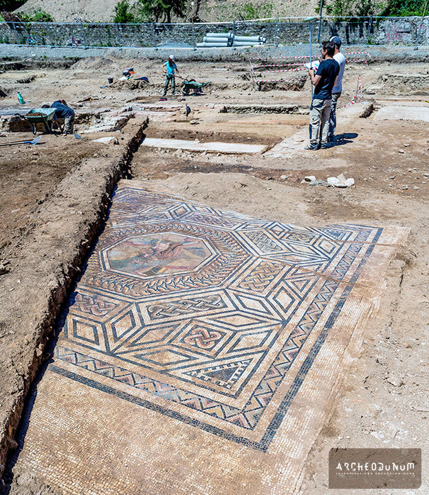 """""""We're unbelievably lucky. This is undoubtedly the most exceptional excavation of a Roman site in 40 or 50 years,"""" said Benjamin Clément, the chief archaeologist of the dig. Image via <a href=""""http://archeodunum.ch/decouverte-sainte-colombe/"""">Archeodunum</a>."""