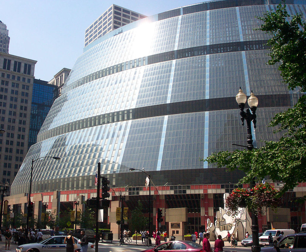 The future isnt looking too bright for the 1985 Helmut Jahn-designed James R. Thompson Center. (Photo via Wikipedia)