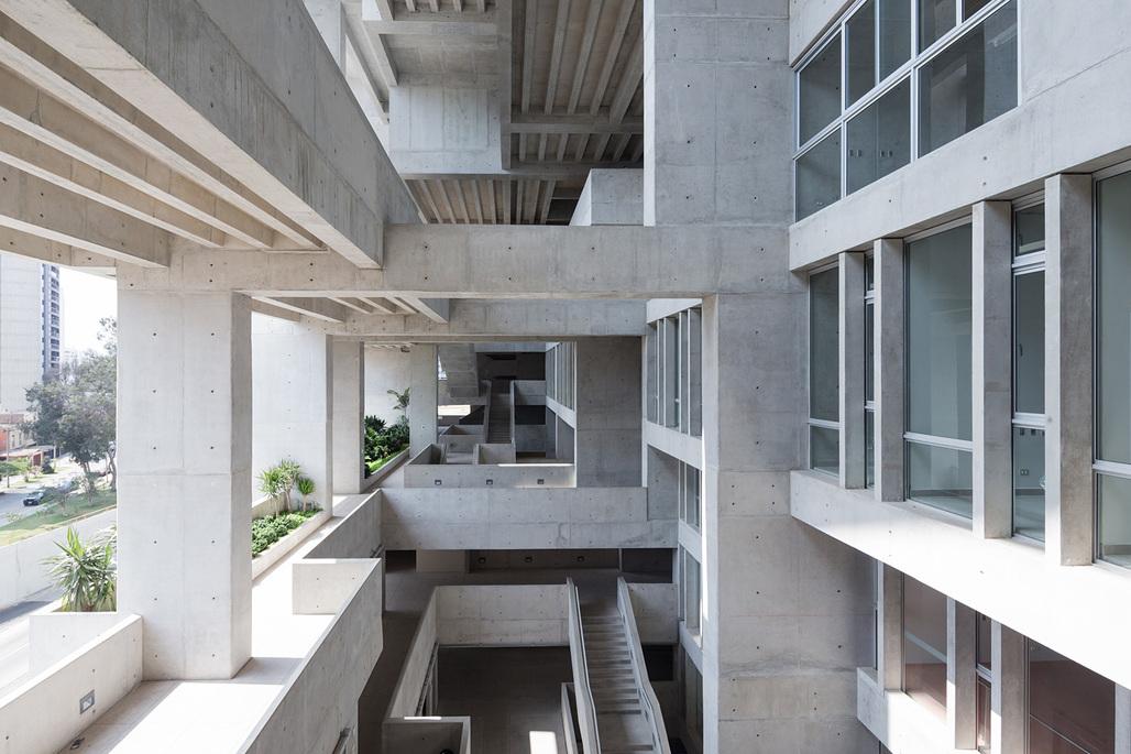 Inaugural RIBA International Prize winner: Universidad de Ingeniería y Tecnología (UTEC) in Lima, Peru by Grafton Architects. Photo © Iwan Baan.