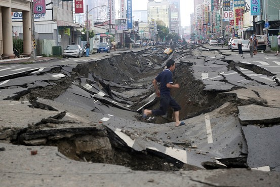 Underground explosions in Kaohsiung, Taiwans second-largest city, caused deep craters in roads. Zuma Press, image via online.wsj.com.