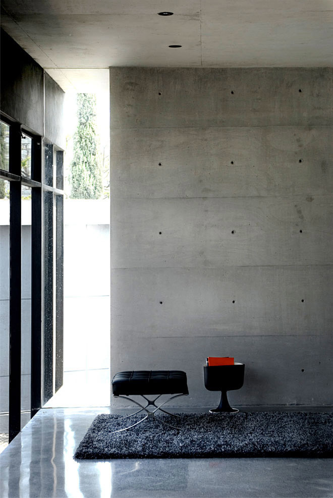 Showroom Ofimodul in Monterrey, Mexico by stación-ARquitectura + Armando Cantú (Photo: Eduardo Hernández)