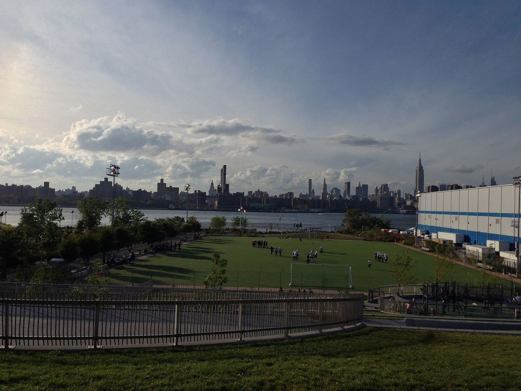 The southern stretch of land around the Bushwick Inlet has already been turned into a park. Image via wikimedia.org