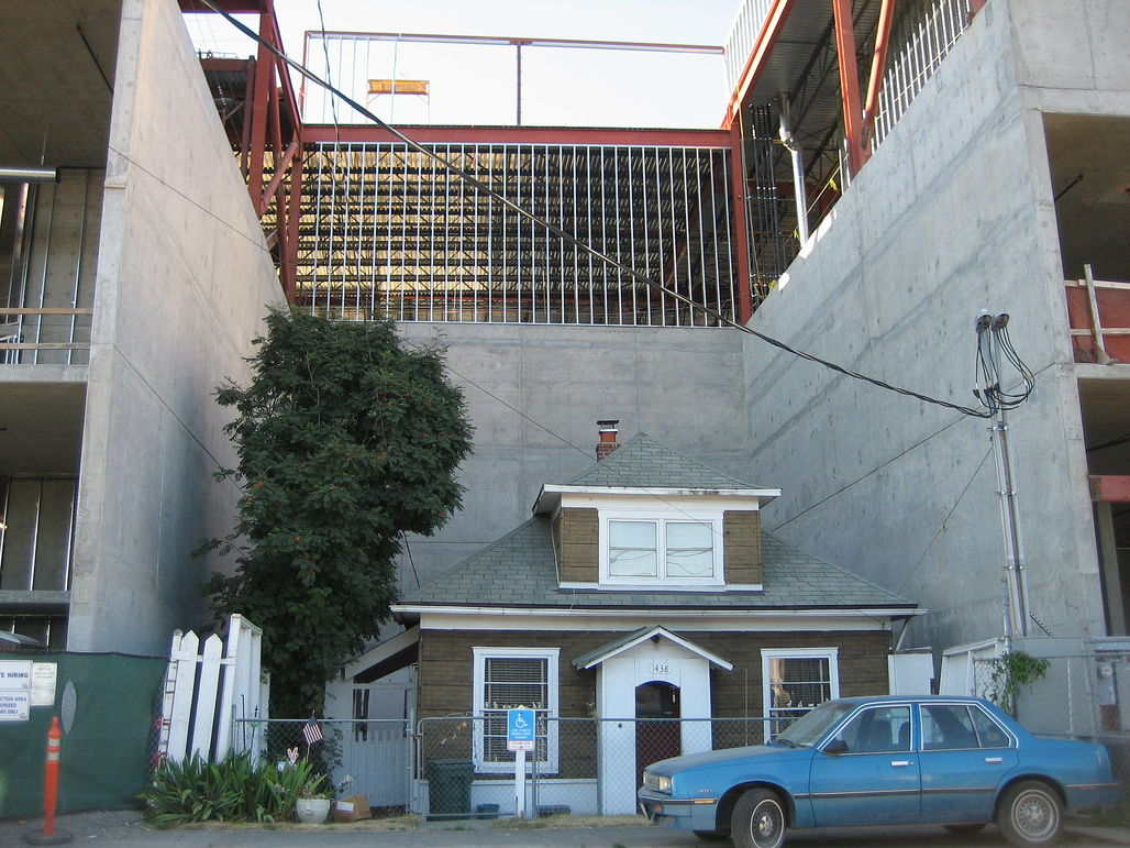 """Edith Macefield's Seattle """"holdout"""" house. Image via wikimedia.org"""