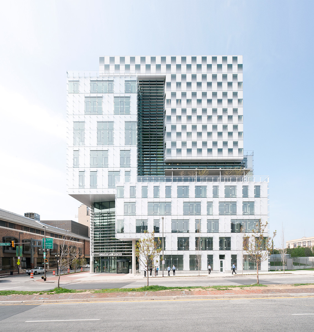 Street view of the completed John and Frances Angelos Law Center for the University of Baltimore designed by Behnisch Architekten; Photo: David Matthiesen