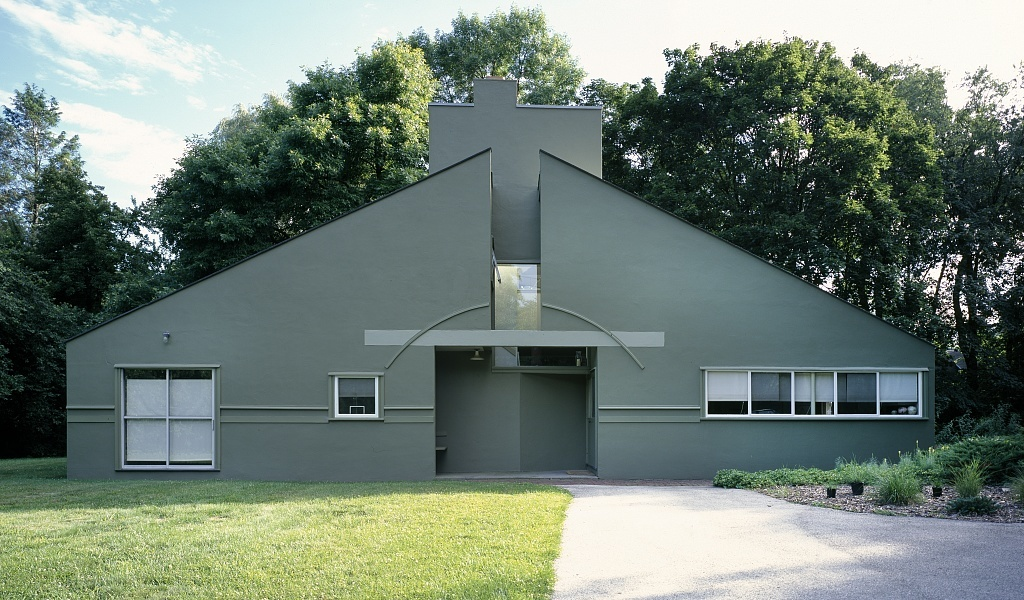 The Vanna Venturi House in Philadelphia, photo via wikimedia.org.