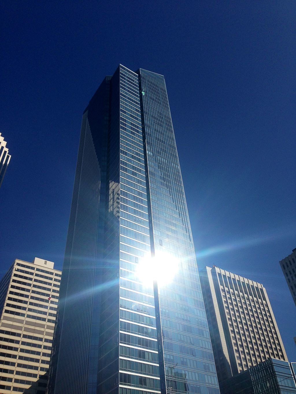 "The Millenium Tower in San Francisco is <a href=""http://archinect.com/news/article/149961306/luxury-condos-sink-in-san-francisco-s-millennium-towerl"">sinking</a>, provoking concerns about similar projects. Image via wikimedia."
