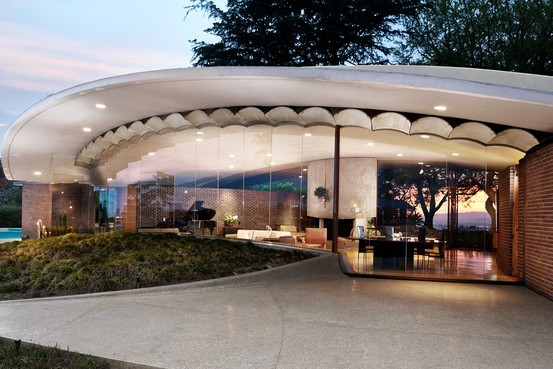 Silvertop, a Los Angeles home by influential architect John Lautner, is slated to go on the market for $7.5 million. The home has been the setting for music videos, TV commercials and scenes from the 80s movie Less Than Zero. (The Wall Street Journal; Photo: Cameron Carothers)