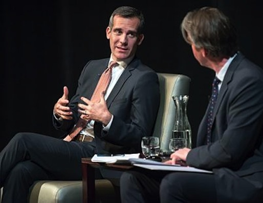 L.A. Mayor Eric Garcetti speaks with L.A. Times architecture writer Christopher Hawthorne in Keck on Feb. 13, 2014. Imave via Oxy News.