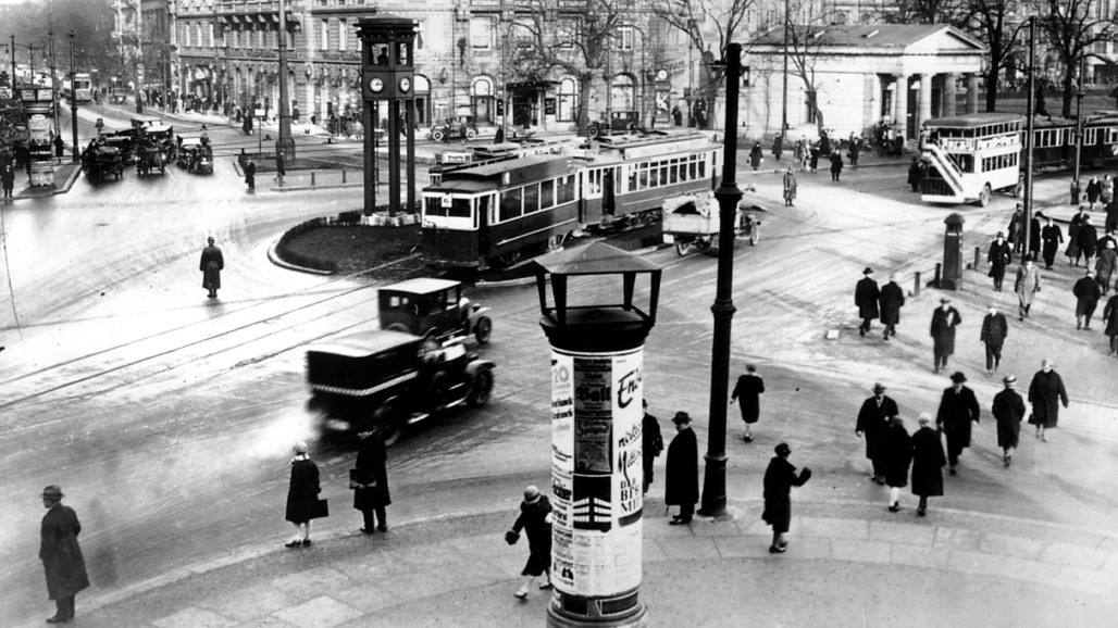 """Screen shot from """"Berlin: Symphony of a Great City"""" (1927)."""