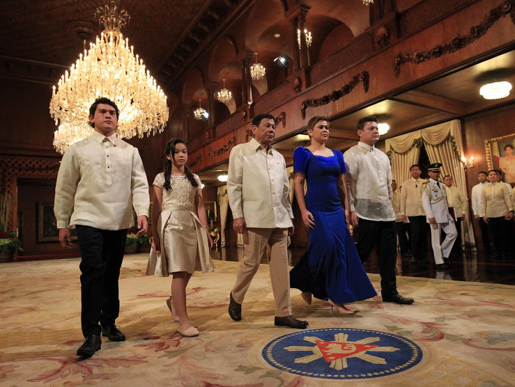 Rodrigo Duterte and his family during his inauguration. Duterte has faced international scrutiny over his support of the extrajudicial killing of drug users, criminals and journalists. Image via wikimedia.org