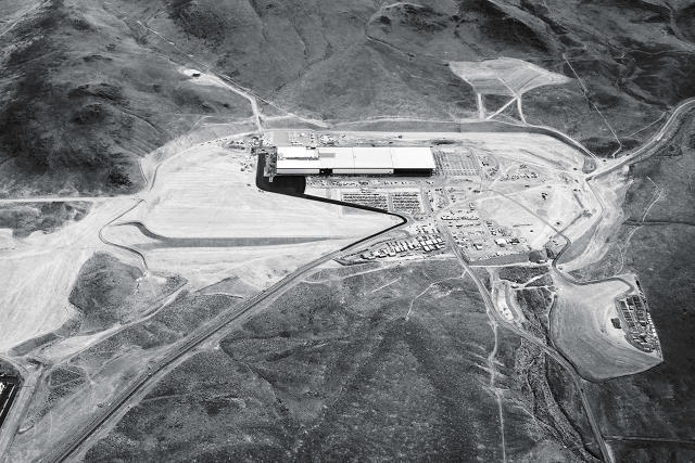 Once completed, Teslas Gigafactory in the Nevada desert will be the second-largest building in the world by volume. (Image via fastcompany.com)