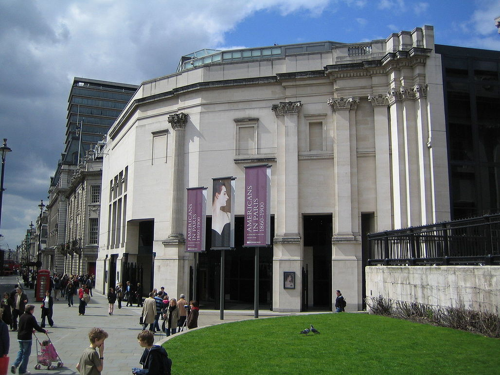 Recently published meeting minutes from 1987 reveal: The row over the partly embedded Corinthian column on the Trafalgar Square facade almost pushed architect Robert Venturi out of the London National Gallerys Sainsbury Wing project. (Photo: Richard George; Image via Wikipedia)