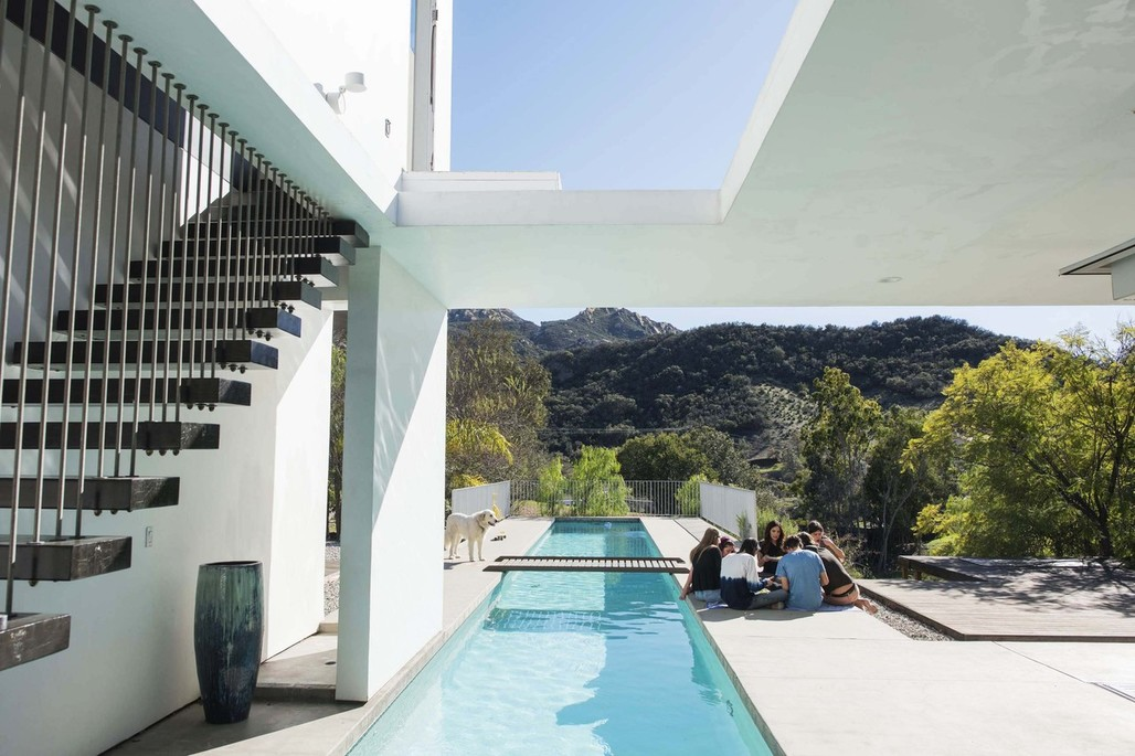The home, and school, for the Piatt family in Calabasas, CA. Image via wsj.com.