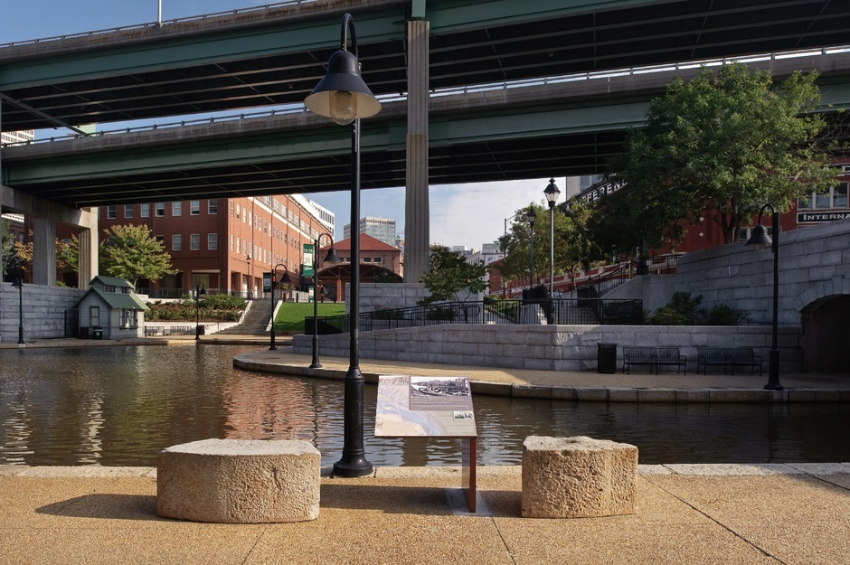 A small historical marker commemorates the Richmond Slave Trail. (Photo: Richmond Slave Trail Commission, via citylab.com)