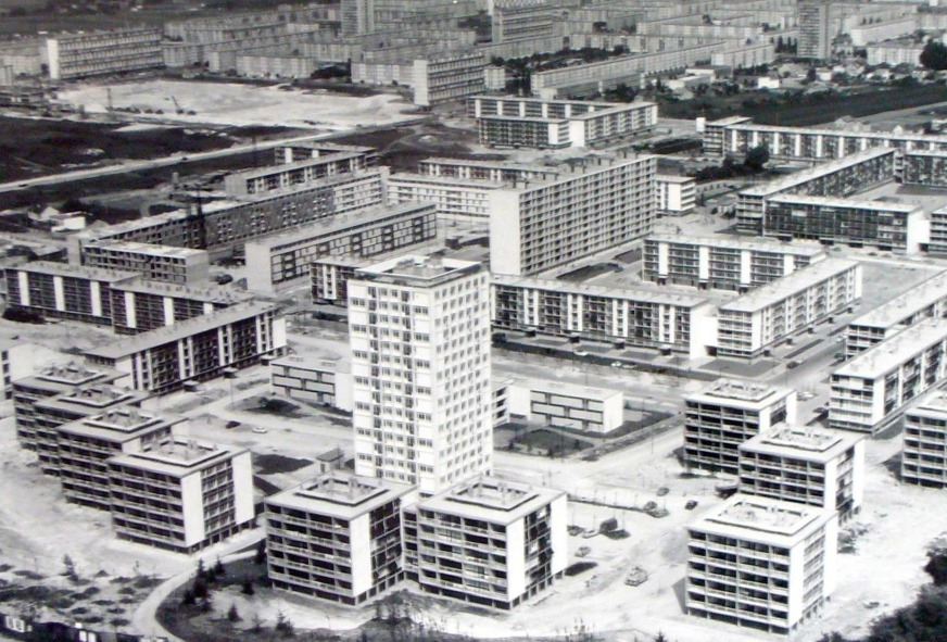 'La Dame Blanche (Garges, near Paris) in the early 1960s' by Roger Henrard. © used with permission from ADVO. Image via blog.oup.com