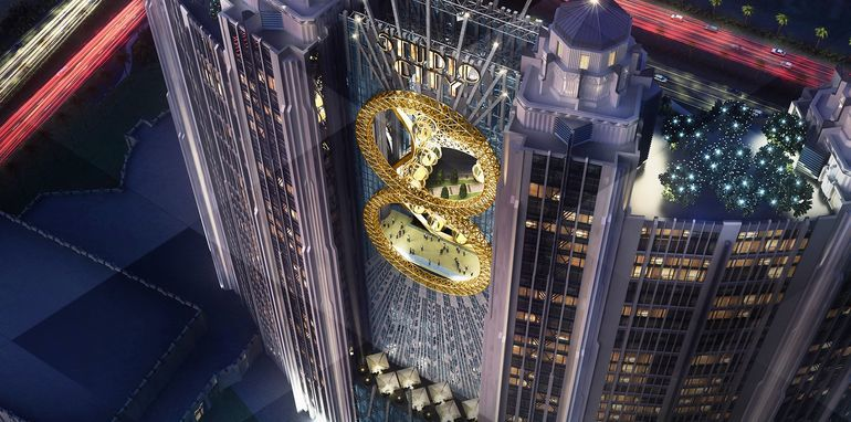 "Macaus Studio City Resort will have a ""figure 8""-shaped ferris wheel between the hotels two central towers. Image Credit: Studio City Macau, via gizmag.com"