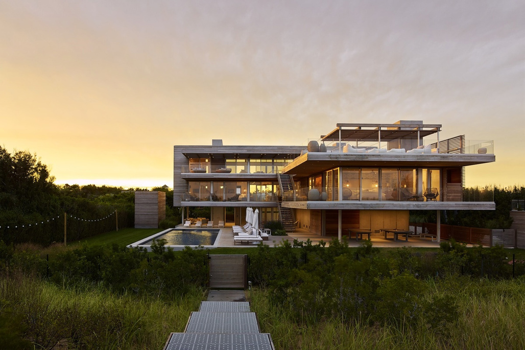 Ocean Deck House in Bridgehampton, NY by Stelle Lomont Rouhani Architects; Photo: Matthew Carbone