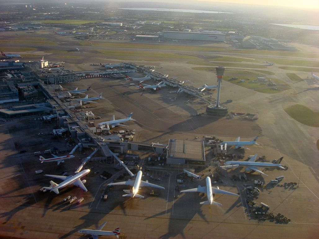Heathrow Airport is Europes busiest airport. Its badly in need of an expansion. Image via wikimedia.org
