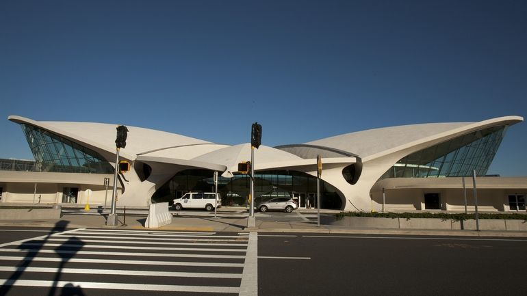 Eero saarinen 39 s dormant jfk terminal to become jet blue for Hotel at jfk airport terminal