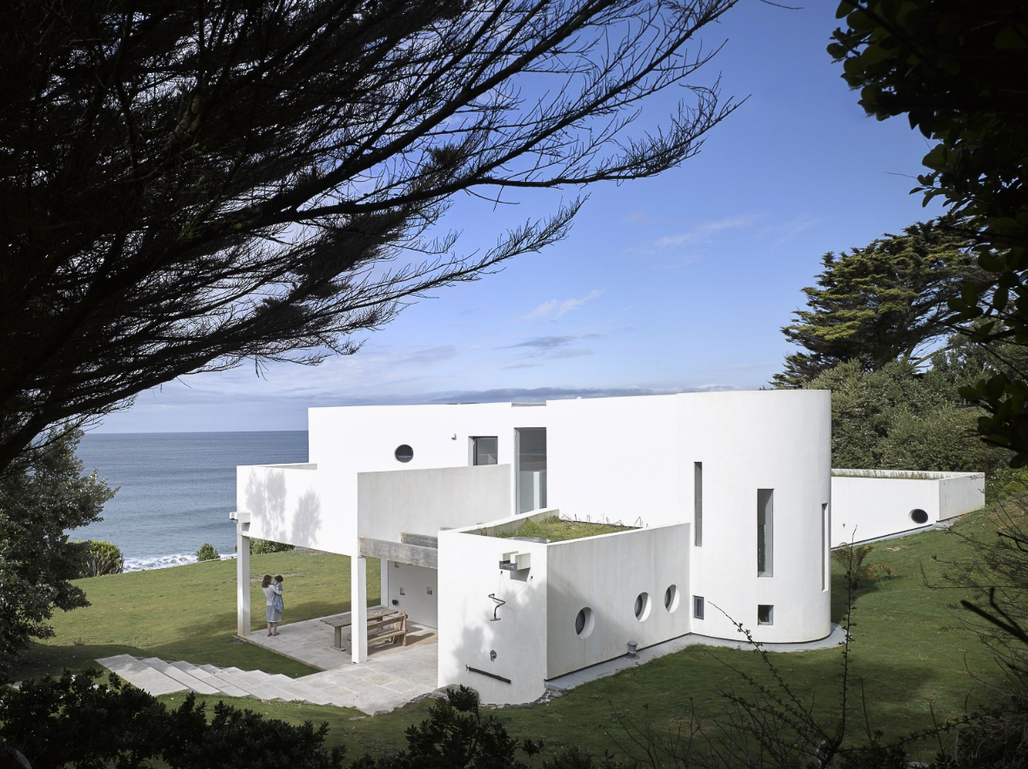 PRAA SANDS BEACH HOUSE - Praa Sands, Cornwall, UK Michaelis Boyd Associates Image via plansmatter.com