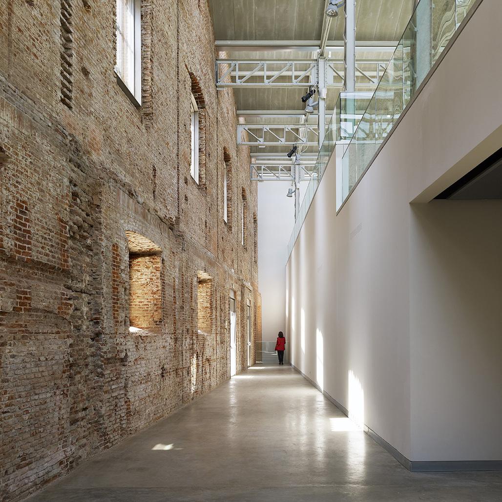 Daoíz y Velarde Cultural Center in Madrid, Spain by Rafael de la-Hoz Arquitectos; Photo: Alfonso Quiroga