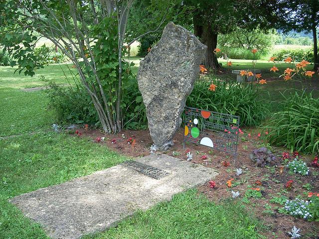 Frank Lloyd Wrights grave. Photo via kindabigdeal/Flickr