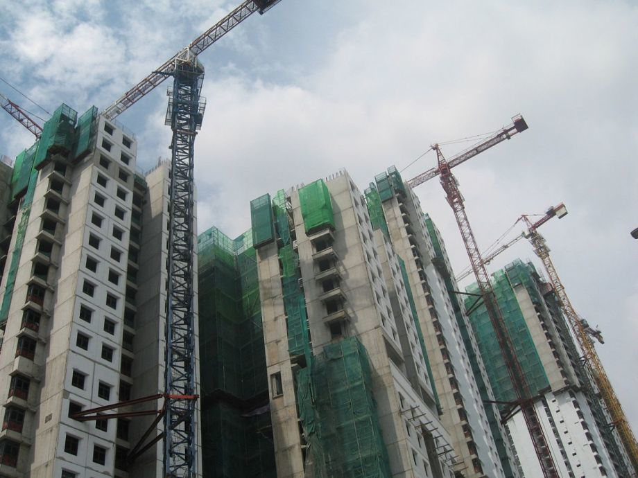 While the U.S. has been losing about 10,000 public housing units a year since 1995, Singapore is building more. (Photo by Terence Ong; via nextcity.org)