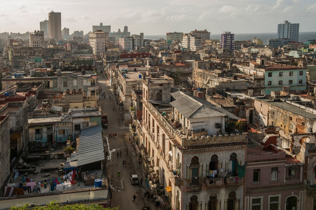 Sure, but look at the location! – Birds-eye view of Central Havana, reporting some of the citys most appalling living conditions. (Photo by Hakai Magazine; image via hakaimagazine.com)