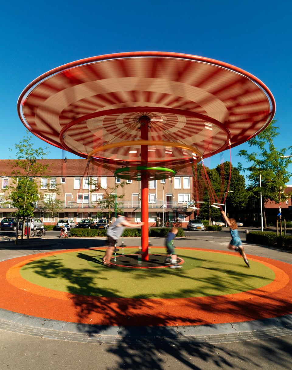 Ecosistema Urbanos Energy Carousel in Dordrecht, The Netherlands. Image © Ecosistema Urbano