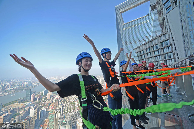 Look mom, 340 meters above the ground and no hands! (Image via shanghaiist.com)