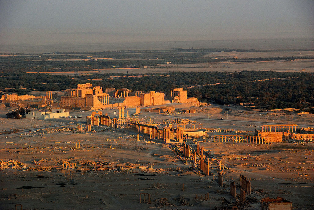 Aerial view of the 2,000-year-old colonnades in Palmyras historic site, which is now controlled by ISIS fighters. (Photo: James Gordon/Wikipedia)