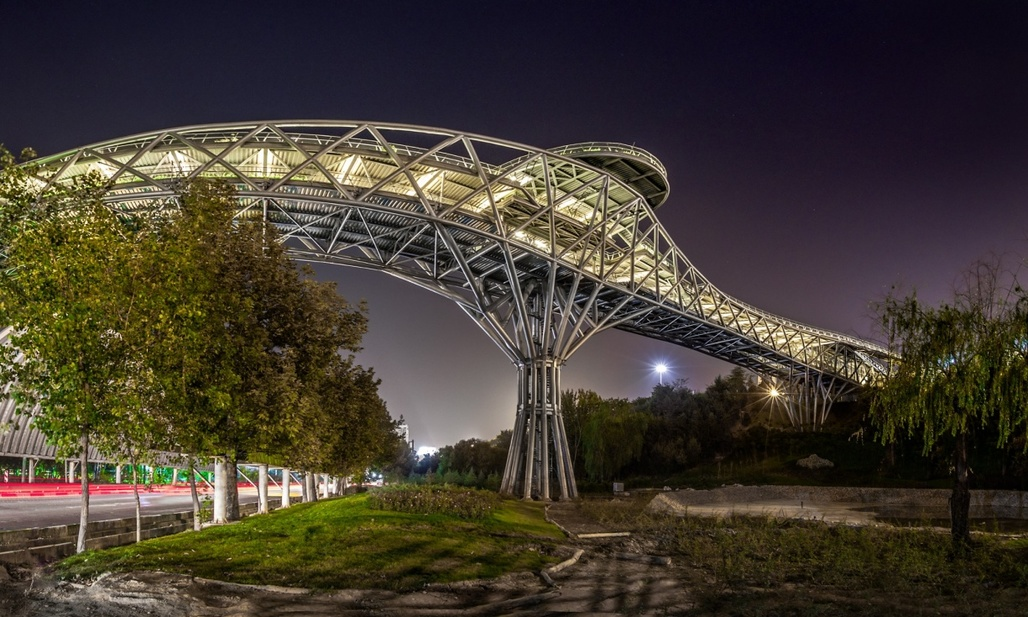 Tehrans new popular Tabiat bridge was designed by (then) 26-year-old architecture student Leila Araghian. (Photograph: Mohammad Hassan Ettefagh; Image via theguardian.com)