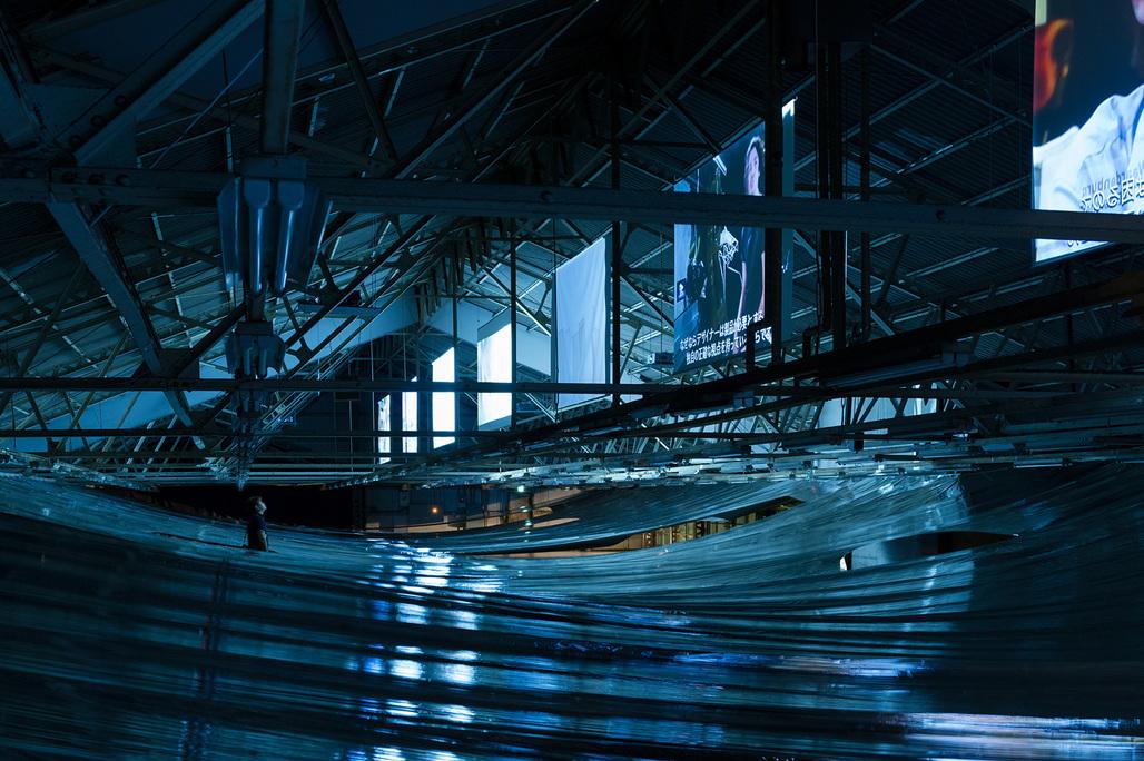 "The 5F horizontal lighting shield by architect Hideyuki Nakayama for the ""My Thread - New Dutch Design on Films"" exhibition this past September in Osaka. Photo: Takumi Ota. Image courtesy of Eizo Okada."