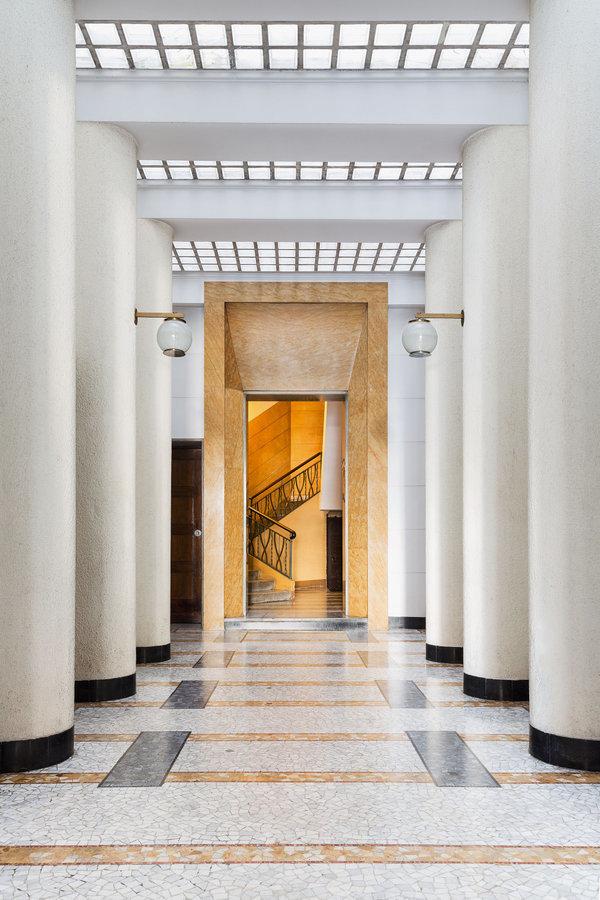 Via Mario Giuriati 5 Architect: Giovanni Muzio, 1930-31 Floor: Palladiana of Giallo Siena marble and mosaics; Nero di Anzola diorite | © Delfino Sisto Legnani