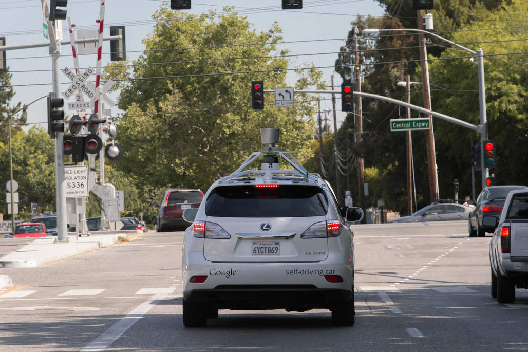 One of Googles autonomous Lexus RX450h test SUVs cruising the streets of Silicon Valley. The software now caused its first (minor) accident. (Image: Google)