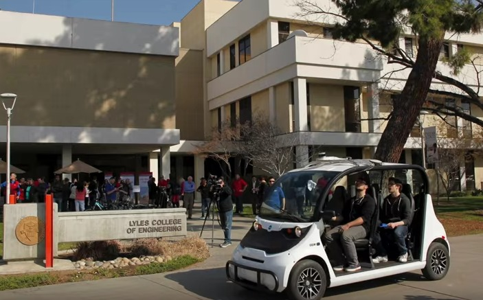 Alvin, Varden Lab's autonomous golf-cart, visits CSU Fresno. Screenshot via YouTube.