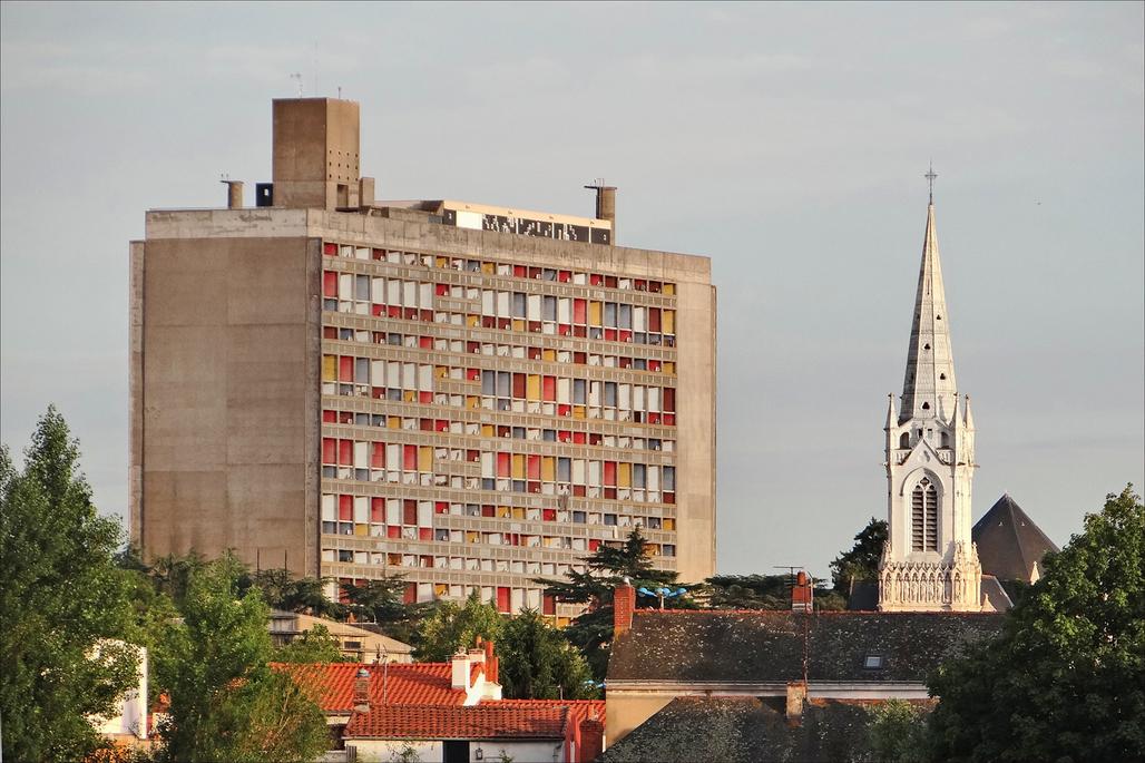 Le Corbusiers Cité Radieuse, Marseilles, France. Image via Wikipedia.