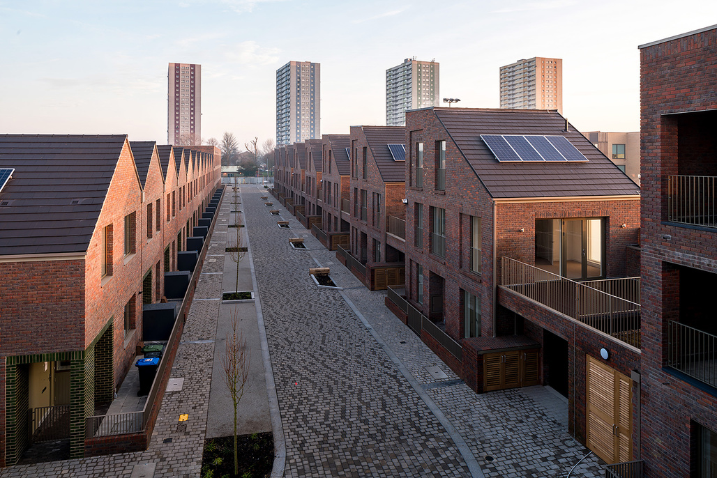Dujardin Mews by Karakusevic Carson Architects with Maccreanor Lavington. Location: Ponders End, north London, England. Photo: Mark Hadden.