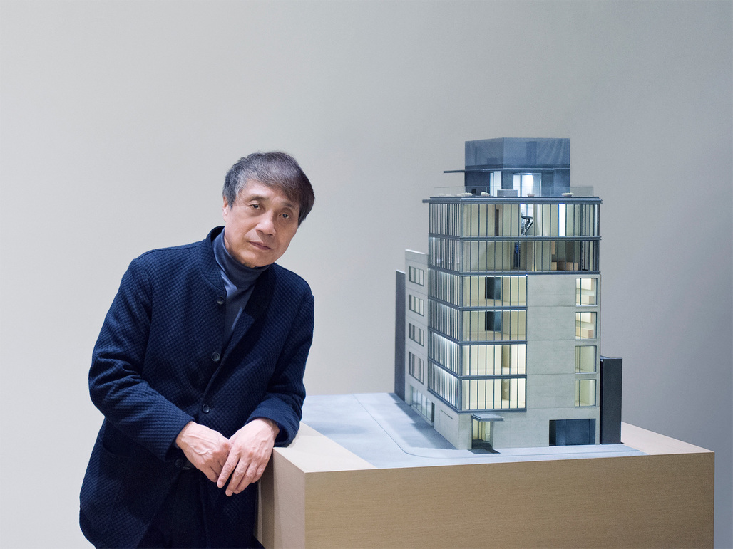 Tadao Ando stands next to a model of 152 Elizabeth Street.