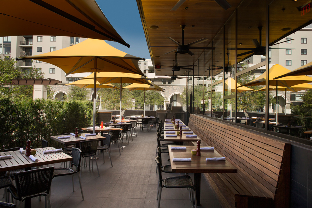 Dmac architecture completes work of doc b 39 s fresh kitchen for Architecture firms fort lauderdale