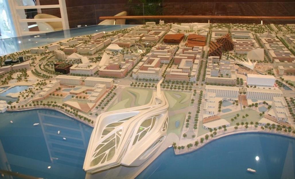 A model of Saadiyat Island in Abu Dhabi in 2007. Photo via Wikimedia Commons.