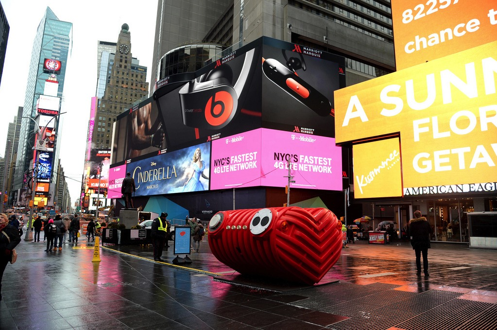 2015 Times Square Valentine Design winner, HeartBeat by Stereotank. Photo Credit: Clint Spaulding for @TSqArts