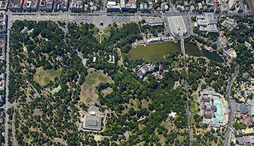 The museum complex will be on the edge of Városliget, Budapests city park (via theartnewspaper.com)