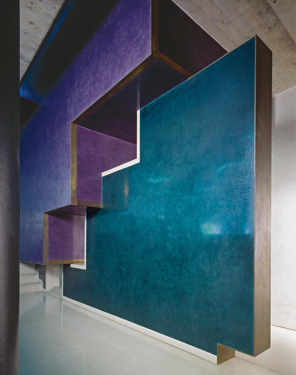 Marmorino walls at the Banco Popolare in Verona showcase the architect's love of interlocking geometrical shapes. Klaus Frahm/Artur Images