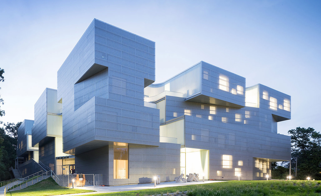 UNIVERSITY OF IOWA VISUAL ARTS BUILDING, Iowa City, Iowa, 2016. Architect: Steven Holl Architects. Associate Architects: BNIM Architects. Photographer: Iwan Baan.