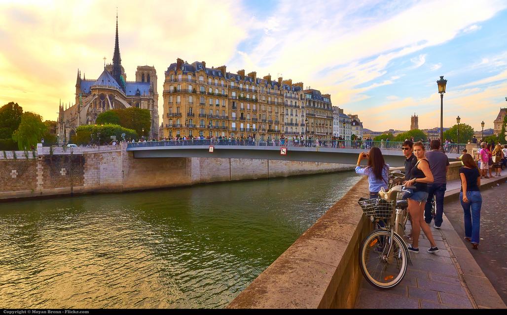 A mostly car-less view of Notre Dame (photo by Moyan Brenn)