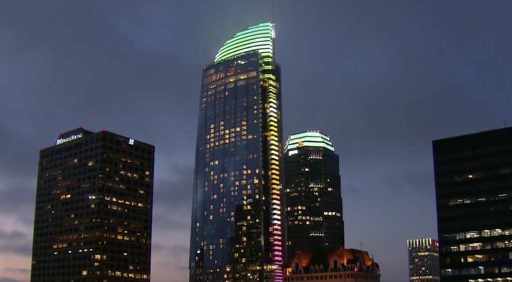 Wilshire Grand, tallest building west of Miss., opens in LA
