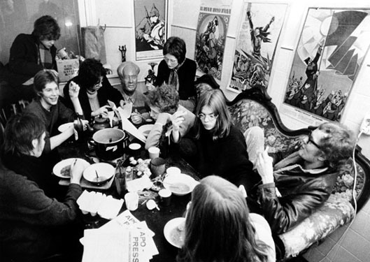 Meal in a Political Commune (1968) © Bildarchiv Preußischer Kulturbesitz, Photo credit: Günter Zint