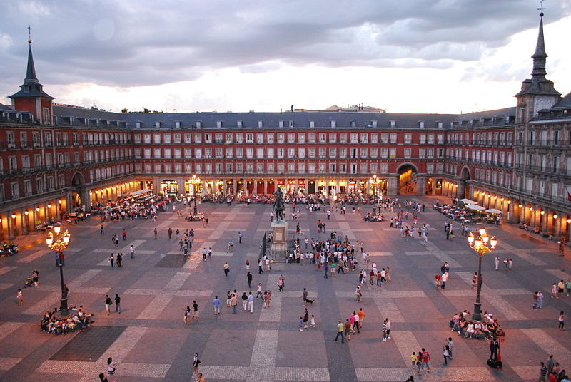 A new plan hopes to add a lot more greenery to Spains capital city. Image: Plaza Mayor de Madrid, via Wikipedia