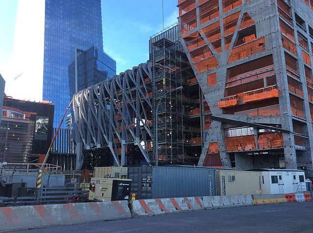 "The Shed in May 2017. Photo via <a href=""https://commons.wikimedia.org/wiki/File:Hudson_Yards_May_2017_43.jpg""target=""_blank"">Wikipedia</a>."